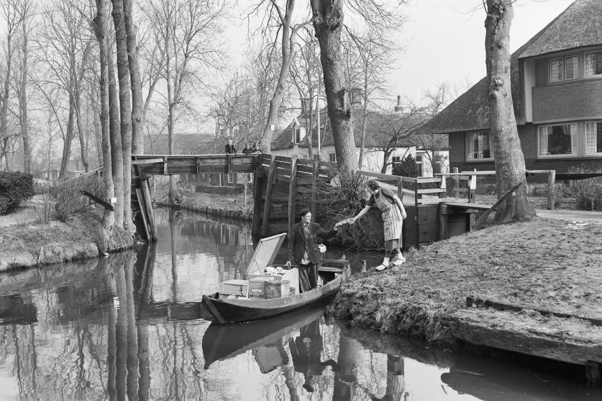 giethoorn_old_days_black_and_white_netherlands
